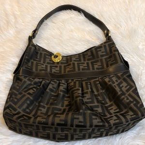 Vintage Fendi handbag 🌹🌹🌹